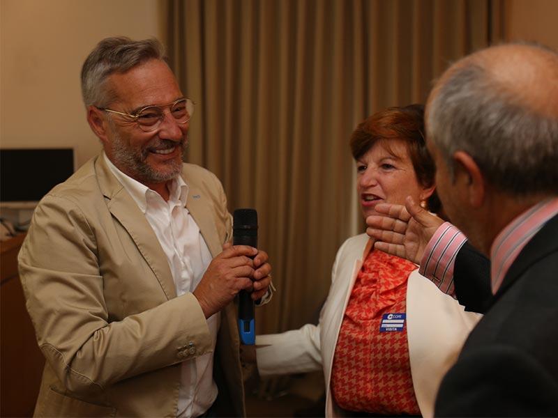 Goyo González conversa con los padres de Gonzalo